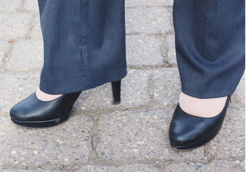 spodnie-w-pracy-u-kobiety